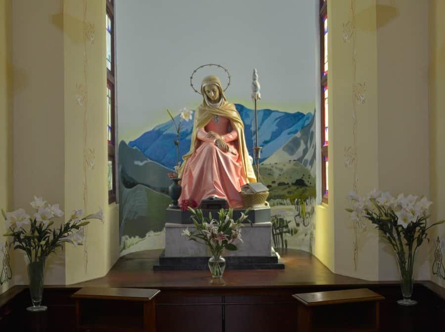 Mater Admirabilis, en el Edificio de Administración de Sagrado