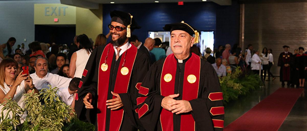 Enlace permanente a:Draco Rosa y Padre Willie Peña reciben sendos doctorados honoris causa