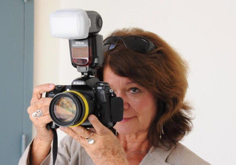 Sonia Fritz con cámara en mano