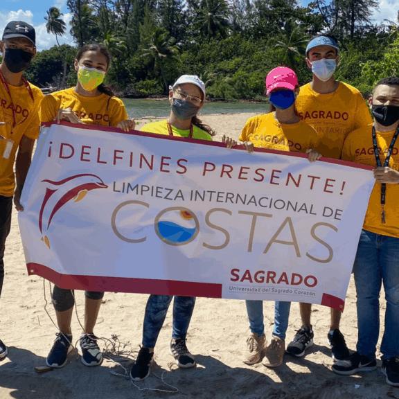 La ReDV limpió la playa Punta Palo Secto, en Toa Baja.